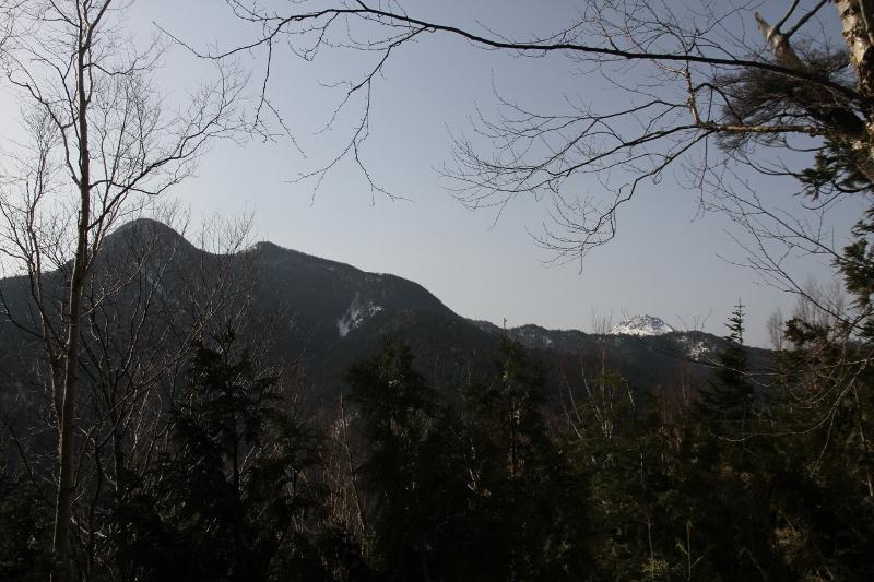 第二展望台から根名草山と日光白根山